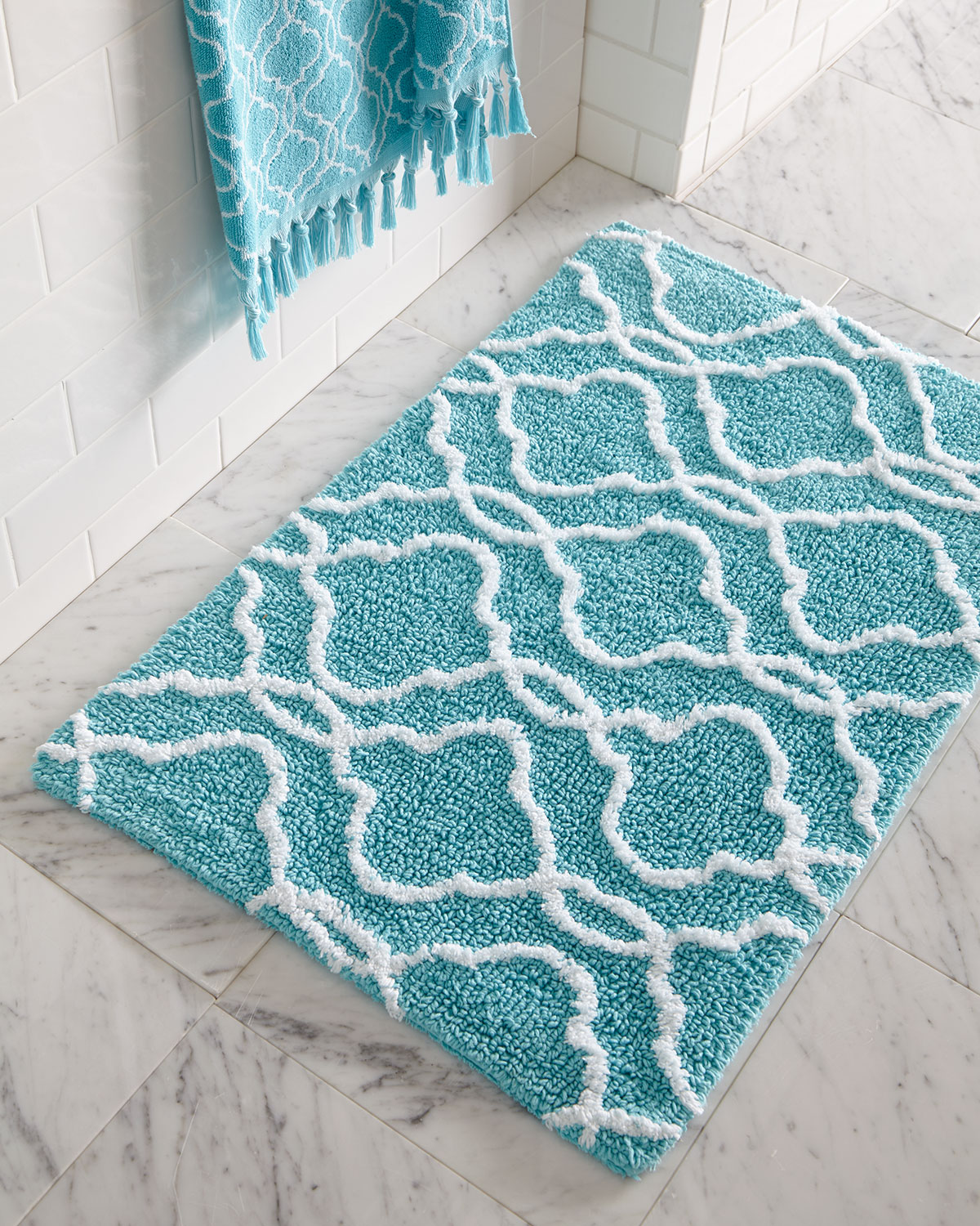 Turquoise bathroom rugs roselawnlutheran for Bathroom decor rugs